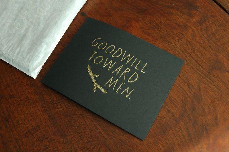 Gold_goodwill_toward_men_detail